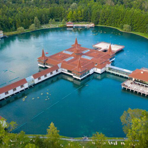 Hévízi-tó a Lorabel Apartmanház Hévíz közvetlen közelében - Szállás Hévíz - Apartman Hévíz